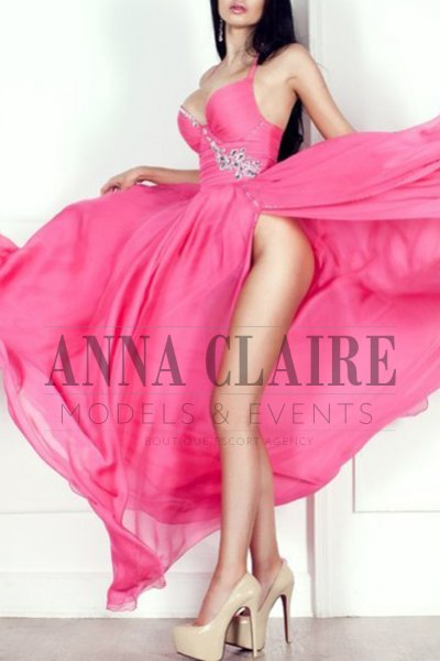 Luxury Saint Tropez escorts model Samira, elite model and dinner date companion in Cote d'Azur