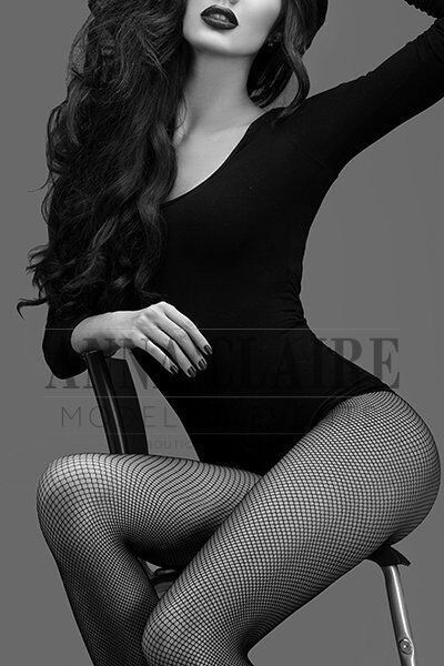Paris supermodel escort Valentine, luxury fashion model companion & dinner date