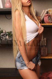 High-end Tokyo escorts Alicia, elite GFE escort & dinner companion