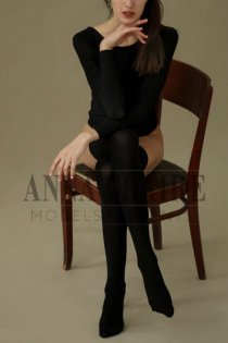 Top class Paris escort Élodie, luxury Paris model companion