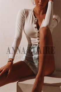 London exclusive escort Noëlle, luxury French beauty